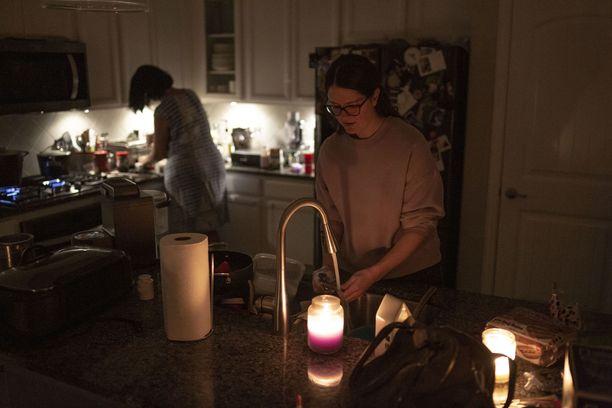 Texasin sähköverkko romahti pakkasten ja lumentulon takia.  Nyt osavaltion asukkaat maksavat suolaisia sähkölaskuja.