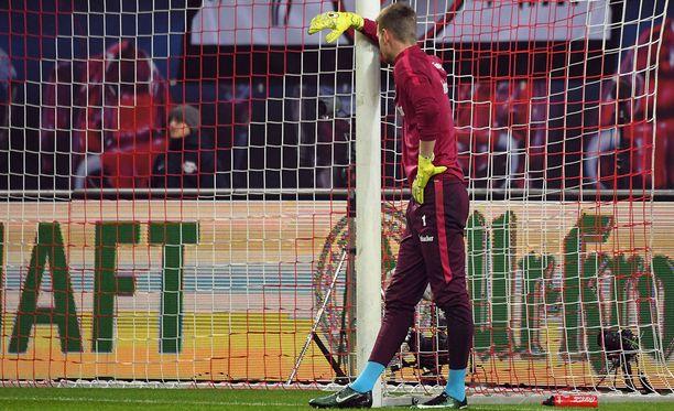 Lukas Hradecky valmistautumassa Leipzig-otteluun.