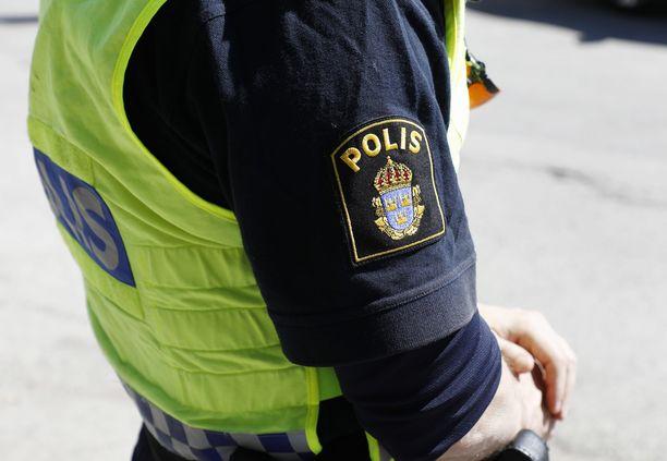 Poliisi ei vielä kertonut tarkempia tietoja 12 pidätetyn henkilön taustoista. Kuvituskuva.