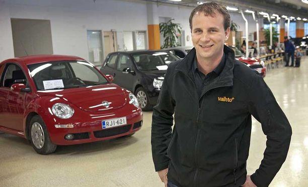 Tuusulan Vaihtoplussan yksikönjohtaja Teemu Maunula sanoo, että halutuimpia vaihtoautoja ovat 2–3-vuotiaat ja suhteellisen vähän ajetut yksilöt.