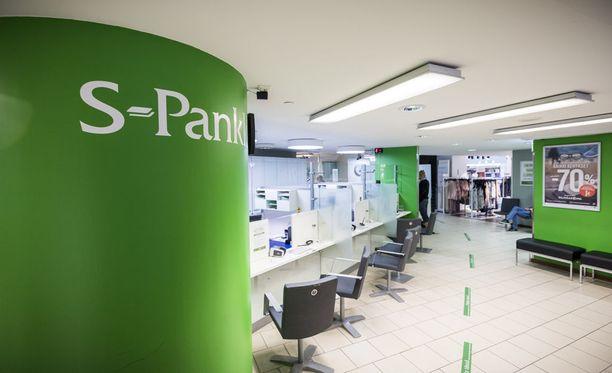 S-ryhmän pankkiautomaatien asennus taukoaa Finanssivalvonnan selvityksen vuoksi.