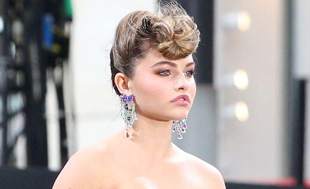Blondeau on nähty esimerkiksi Dolce & Gabbanan, Tommy Hilfigerin ja Michael Korsin näytöslavoilla.