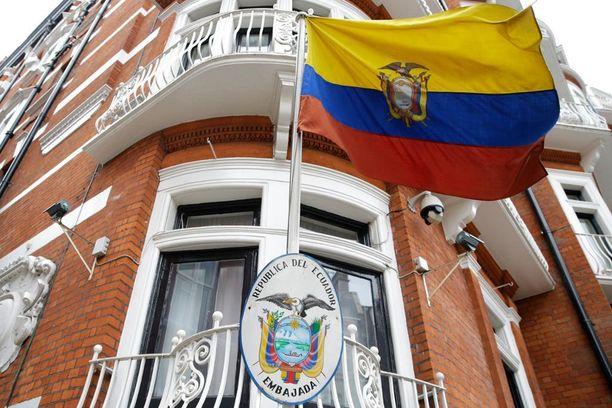 Julian Assangea kuulustellaan Lontoossa Ecuadorin suurlähetystössä, jossa hän asuu.