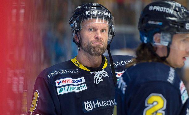 Jere Karalahti kahnasi 18 vuotta nuoremman Emil Sylvegårdin kanssa.