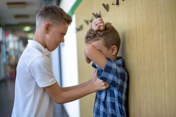 Tunnetaitoja harjoittelemalla voi oppia tunnistamaan ja hallitsemaan tunteita niin, että ne eivät kärjisty muita vahingoittaviksi teoiksi.