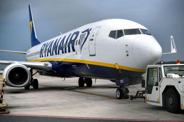 Ryanairin ja yhä enemmän myös niin kutsuttujen kansallisten lentoyhtiöiden lippujen hinta muodostuu perusmaksusta ja lisämaksuista. Harva yhtiö antaa esimerkiksi laittaa matkalaukut ilmaiseksi ruumaan.