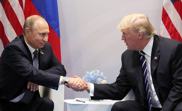 Tunnelma Vladimir Putinin ja Donald Trumpin tapaamisen alussa oli myönteinen.