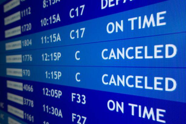Monet itärannikon lentokentät suljettiin lumimyrskyn vuoksi.