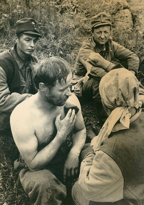 Vuoden 1985 elokuvassa Rokkaa esitti Paavo Liski.