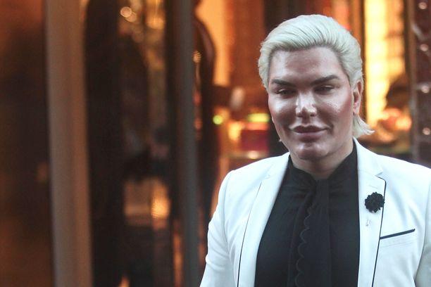 Rodrigo Alves haluaa näyttää Barbien poikaystävältä.