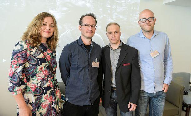 Sivistysvaliokunta juhlisti Hymyilevä mies elokuvan -tekijöitä toukokuussa. Kuvassa näyttelijä Oona Airola, ohjaaja Juho Kuosmanen, näyttelijä Jarkko Lahti ja tuottaja Jussi Rantamäki.