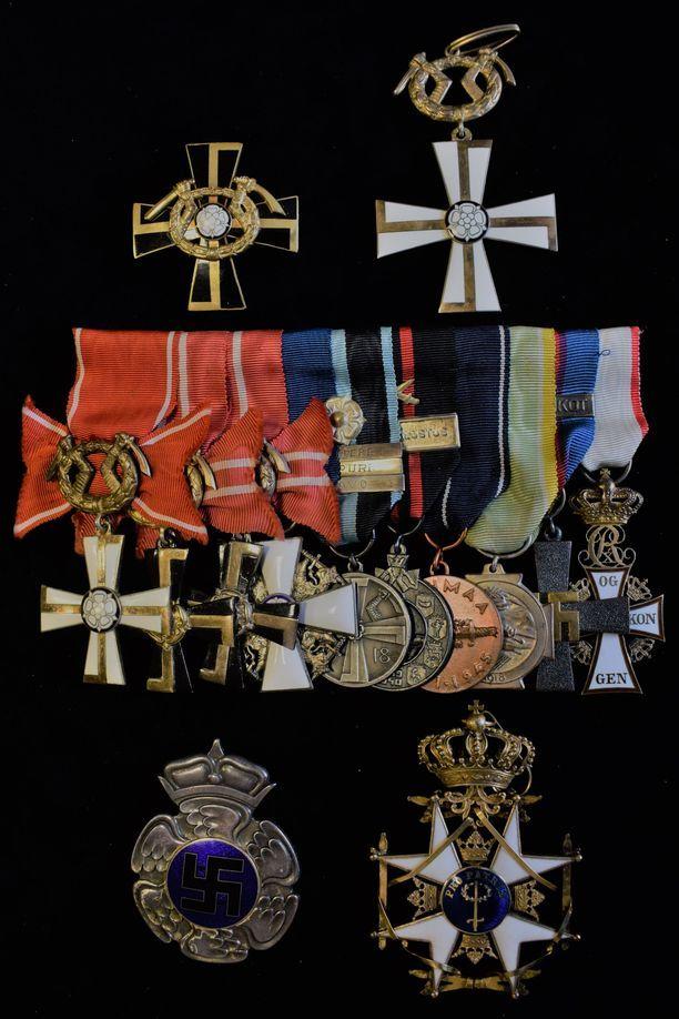 Mannerheim-ristin ritarin Gustaf Erik Magnussonin kunnia- ja sotilasmerkit myytiin huimaan hintaan.