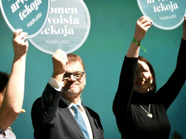 Keskustan puheenjohtaja Juha Sipilä kannusti torstaina etsimään julkisen talouden tasapainottamisen määritelmää Wikipediasta. Kuva keskustan vaalikampanjan avauksesta helmikuussa.