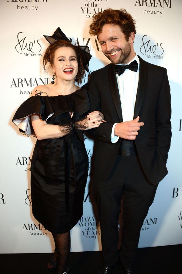 Eron jälkeen Helena Bonham Carter löysi rinnalleen Rye Dag Holmboen. Parilla vaikutti olevan hauskaa gaalassa.