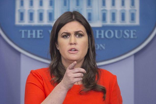 Sarah Huckabee herkesi mainostamaan pomonsa bisneksiä.