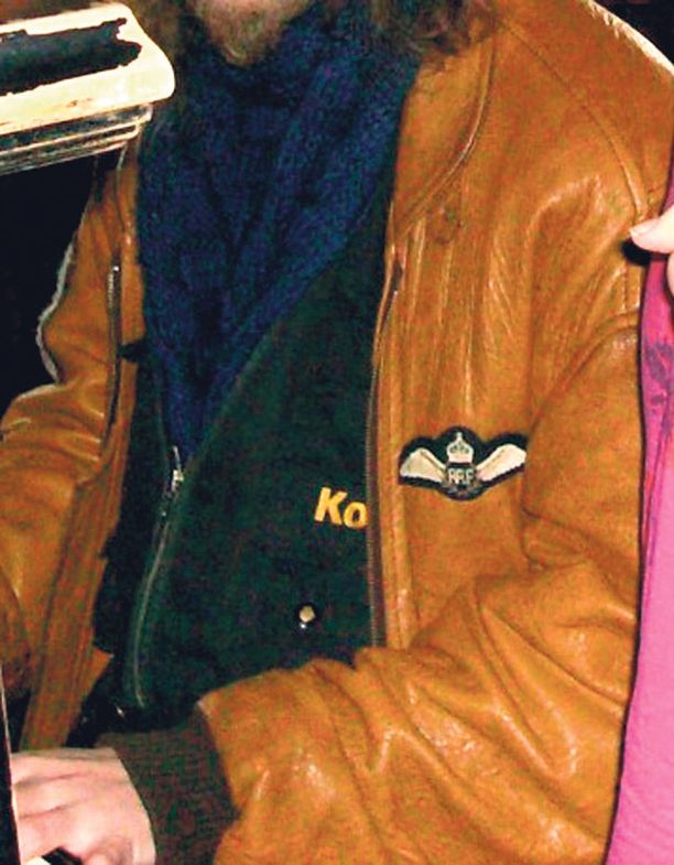 Poliisin mukaan Kotkan murhan uhrilla oli tapahtumahetkellä oletettavasti päällään kuvassa näkyvä takki.