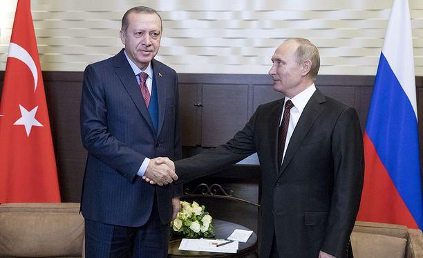 Turkin presidentti Recep Tayyip Erdoðan ja Venäjän presidentti Vladimir Putin tapasivat maanantaina Venäjällä.