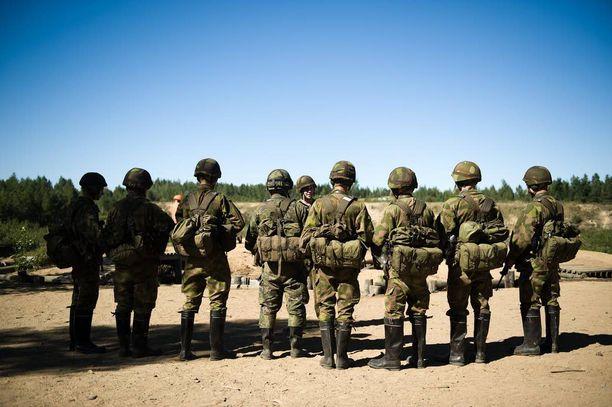 Kuva Panssariprikaatin alokkaista ennen puolustusammuntoja vuonna 2010.
