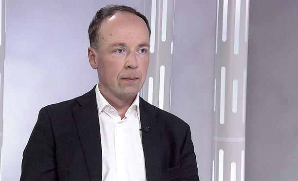 Maahantulijoita houkuttaa muukin kuin kansainvälinen suojelu, ajattelee perussuomalaisia johtajava Jussi Halla-aho.