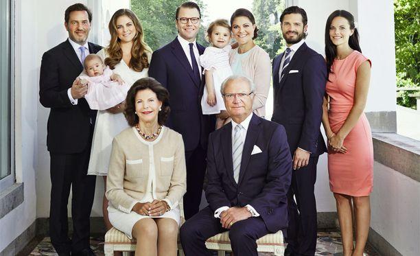 Ruotsin kuninkaallinen perhe kuvattuna vuonna 2014.