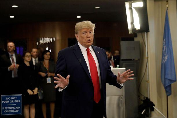 Donald Trump on ajautunut vaikeuksiin heinäkuisen puhelunsa Zelenskiy-puhelunsa takia.