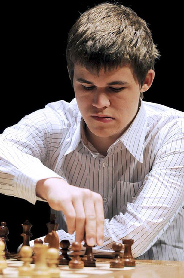 Magnus Carlsen nuosi maailman shakkitilaston kärkeen tammikuussa.