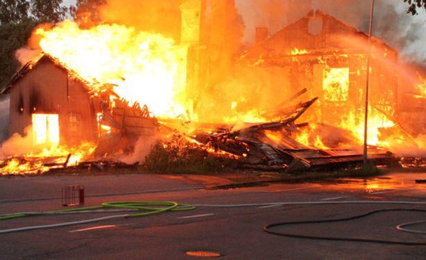 Tulipalo sai alkunsa nuorten sytkärileikeistä.
