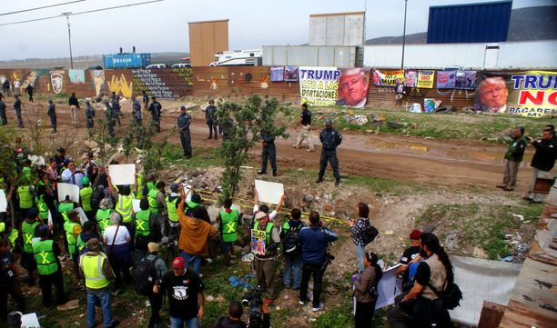 Meksikolaiset mielenosoittajat solvasivat presidenttiä.
