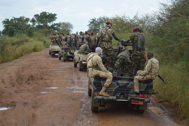 Rauhansopimukseen kuului, että kaikkien osapuolten sotilaat vedetään 25 kilometrin päähän pääkaupungista Jubasta. Kuvassa hallituksen joukkoja vetäytymässä syyskuussa.