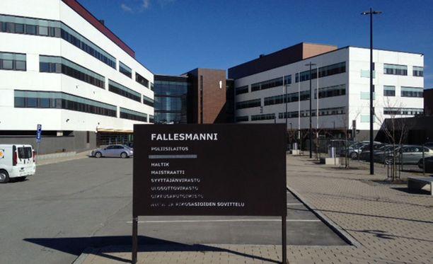 Taposta epäilty 15-vuotias tyttö vangittiin torstaina. Vangitsemisoikeudenkäynti käytiin Seinäjoen poliisitalolla.