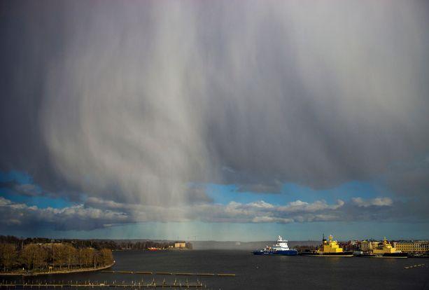Tällainen näkymä aukesi merelle Helsingissä pääsiäismaanantaina.