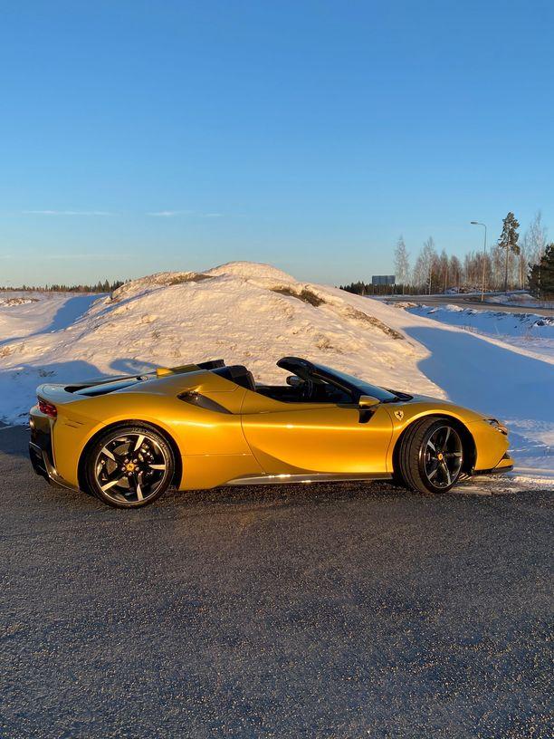 Vesa Keskinen ihastui etenkin auton väritykseen.