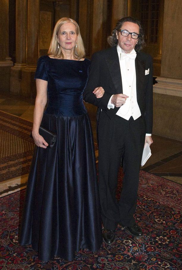Arnauld osallistumassa Nobel-illalliselle vaimonsa Katarina Frostensonin kanssa Tukholmassa vuonna 2011.