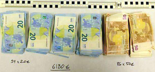 Kesäkuussa 2017 Keskusrikospoliisi sai kiinni rahakuriirin, jolla oli hallussaan käteistä lähes 200 000 euroa.