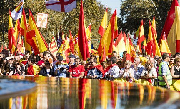 Sunnuntaina Barcelonassa jopa miljoona ihmistä osoitti mieltään Katalonian itsenäisyyttä vastaan.