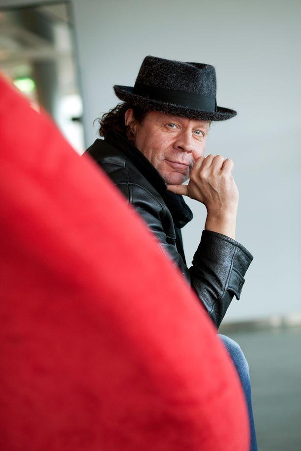 Pate Mustajärveltä ilmestyy pian jo kymmenes sooloalbumi.