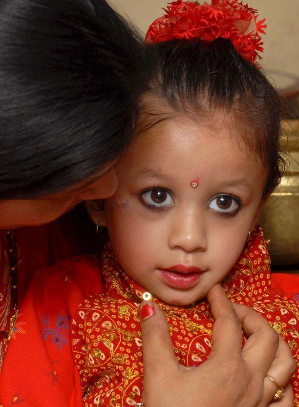 Matine Shakya kruunattiin jumalattareksi vuonna 2008. Hänen on nyt 12 -vuotiaana väistyttävä valtaistuimeltaan.