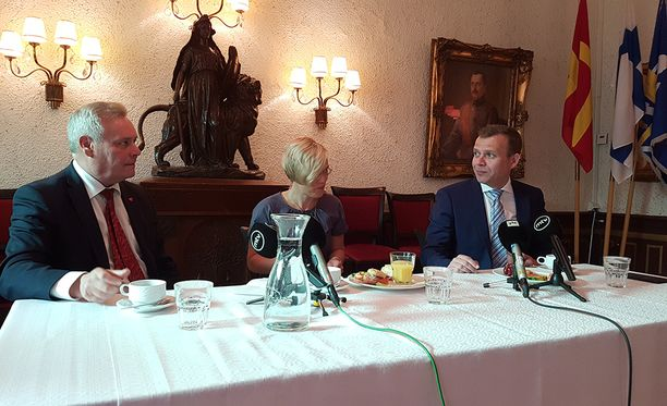 SDP:n puheenjohtaja Antti Rinne (vas) ja kokoomuksen puheenjohtaja Petteri Orpo ovat ottaneet kevään aikana kipakasti yhteen useistakin eri aiheista.