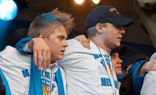 Mikael Granlund ja Mikko Koivu juhlivat MM-kultaa kansan edessä 2011. Nähdäänkö sankareita tämän kevään MM-ryhmässä?
