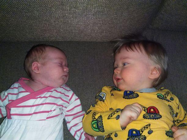 Tammikuussa syntynyt Eero sai pikkusiskon ennen 1-vuotissyntymäpäiväänsä.