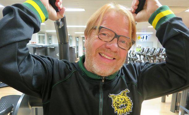 Heikki Silvennoinen kirjoittaa Kummelille tv-poliisi-sarjaa Neloselle ja muuttuu sarjassa komisario Kontioksi. Sarjaa aloitetaan kuvata tammikuussa ja se esitetään kymmenessä jaksossa kesällä.