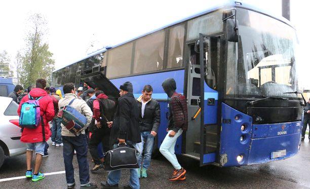 Turvapaikanhakijoiden virta on työllistänyt muun muassa kuljetusyrityksiä.