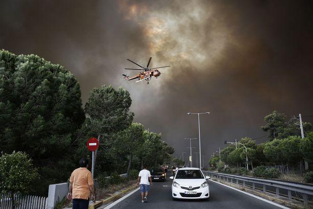 Pelastustöissä on ollut mukana myös helikoptereita.