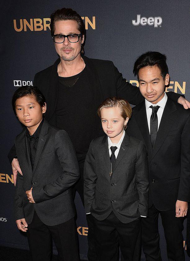 Angelina Jolien ja Brad Pittin vanhemmat pojat ovat Pax ja Maddox ovat jo 11- ja 13-vuotiaat.
