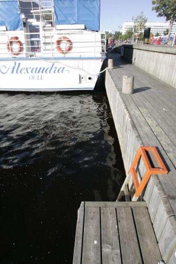 TORIN RANTA Tästä Antti Aarnio nosti humalaisen miehen merestä.