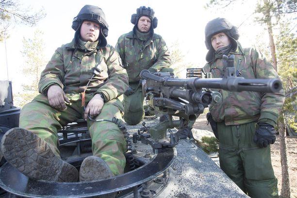 Sotaharjoitukset Niinisalon varuskunnassa toukokuussa 2017.