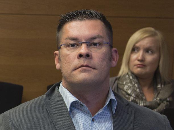 Ilja Janitskin väittää Facebookissa ottavansa perustamansa Mv-julkaisun takaisin hallintaansa.