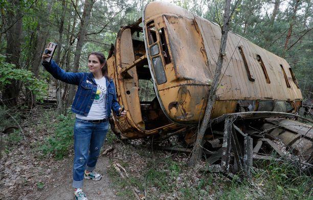 Turistien ottamat kuvat Tshernobylin ydinonnettomuusalueella ovat nousseet keskustelunaiheeksi sosiaalisessa mediassa ja kansainvälisessä lehdistössä. Tämä kuva on vielä vähiten kyseenalaisesta päästä.