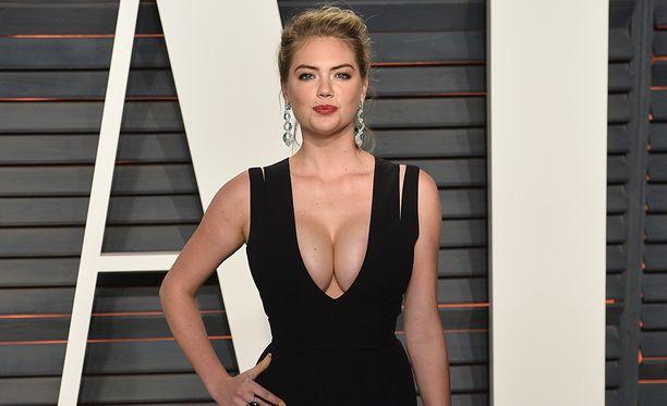 Katse valuu väkisinkin Katen rintamukseen.