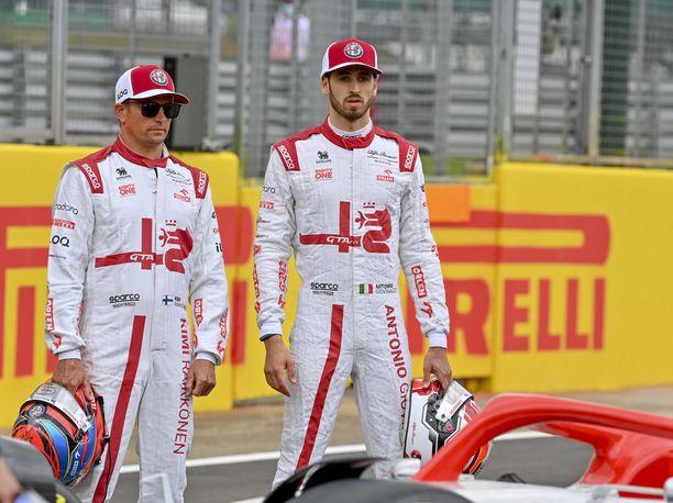 Kimi Räikkönen jäi tallitoverinsa taakse Turkissa, vaikka hän oli selvästi italialaista nopeampi.
